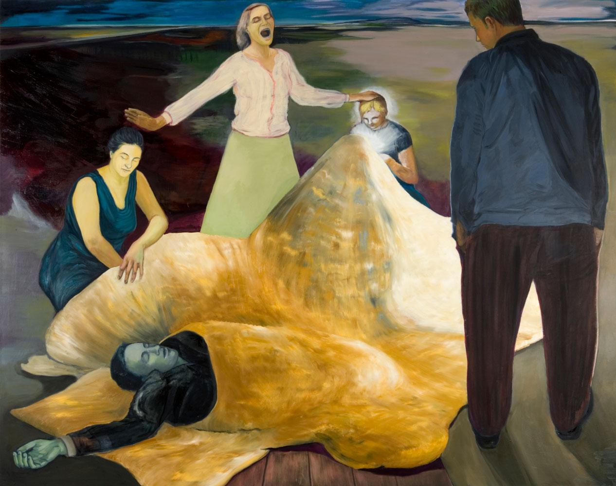 um einen Toten im goldgelben Kokon stehen und sitzen zwei Frauen, ein Kind und ein Mann