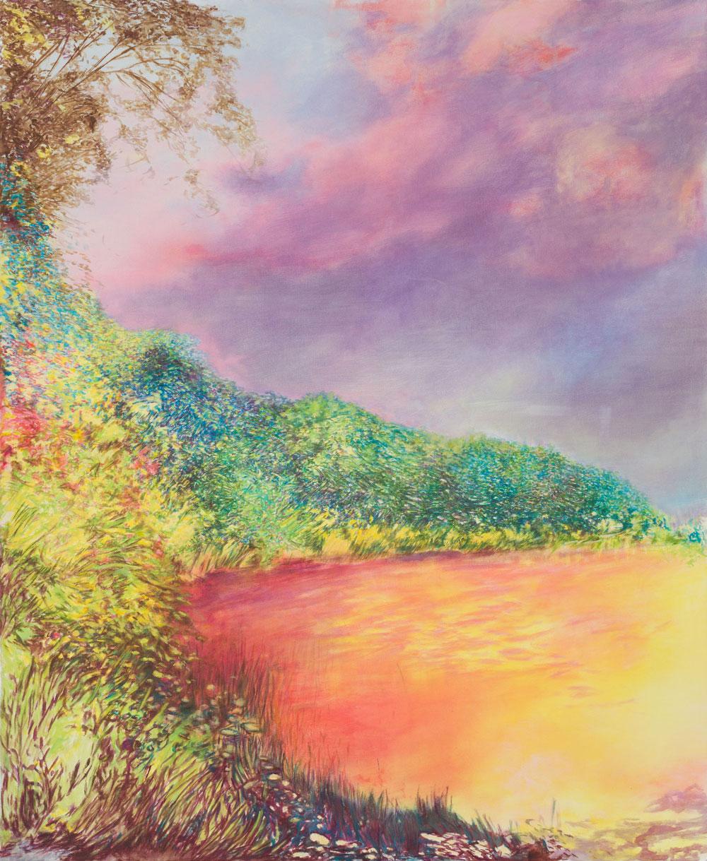 ein blutrot leuchtender See umgeben von wild wuchernder Vegetation, die Farbigkeit irreell und wie vor oder nach dem Knall